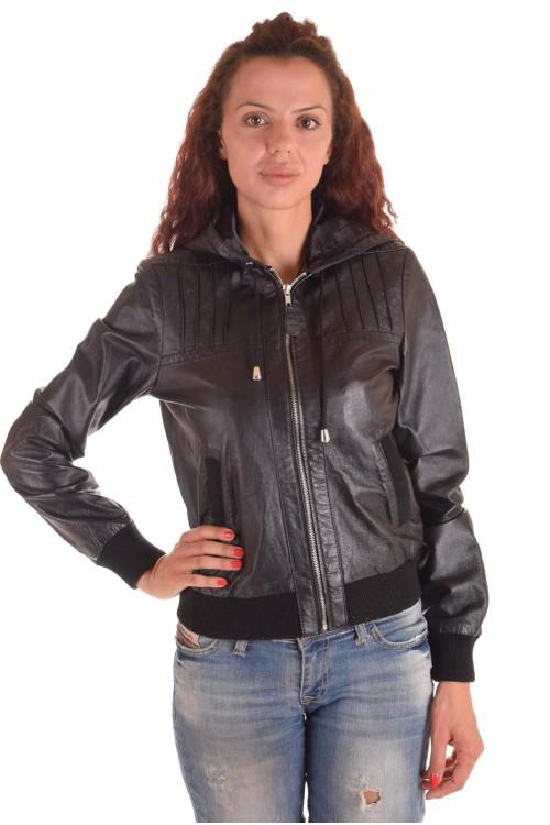 Спортивная женская кожаная куртка с капюшоном 58.00