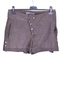 Дамски къс панталон от велурена кожа