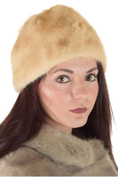 Бяла дамска шапка от естествен косъм 29.00
